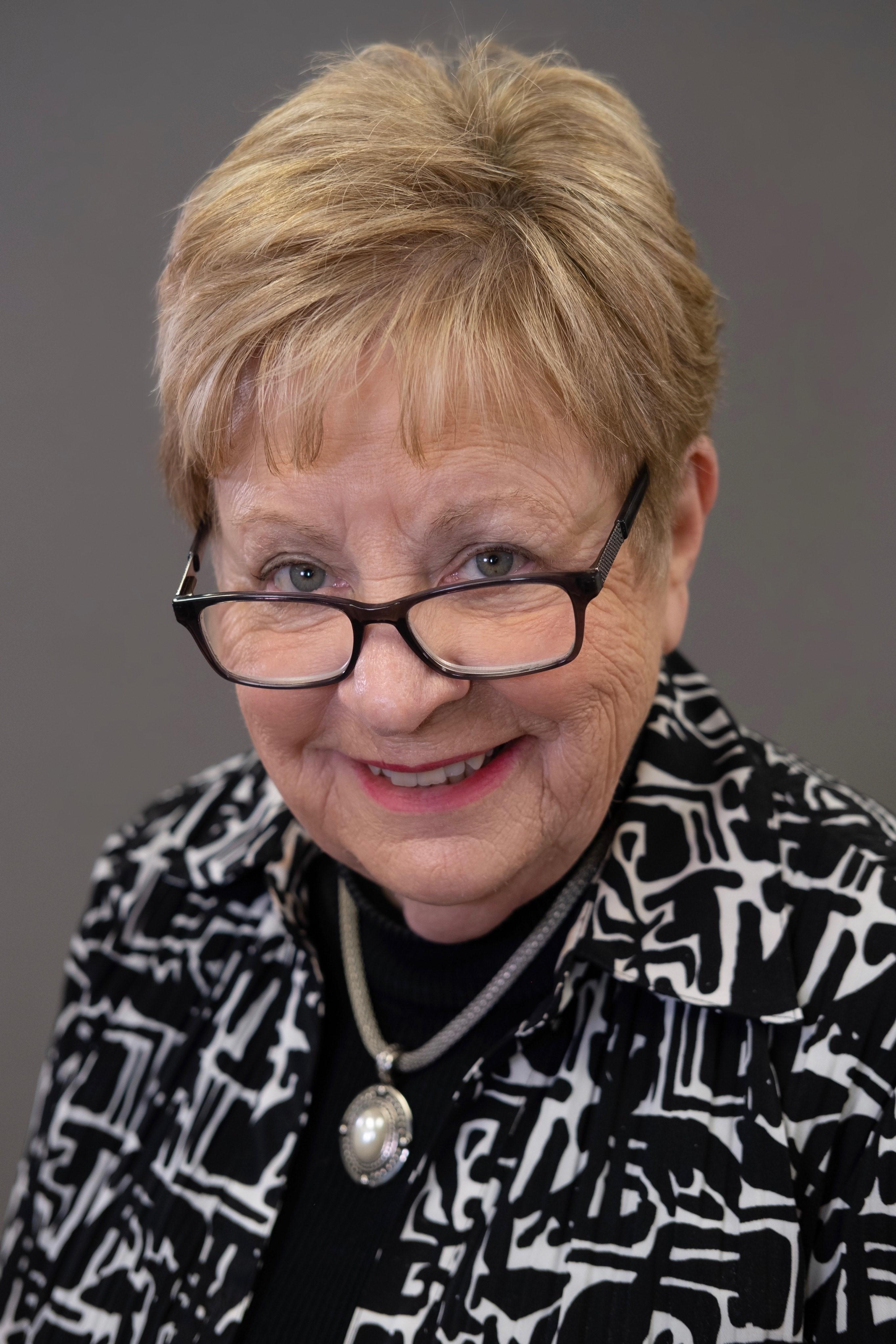 Linda  F. Maxwell