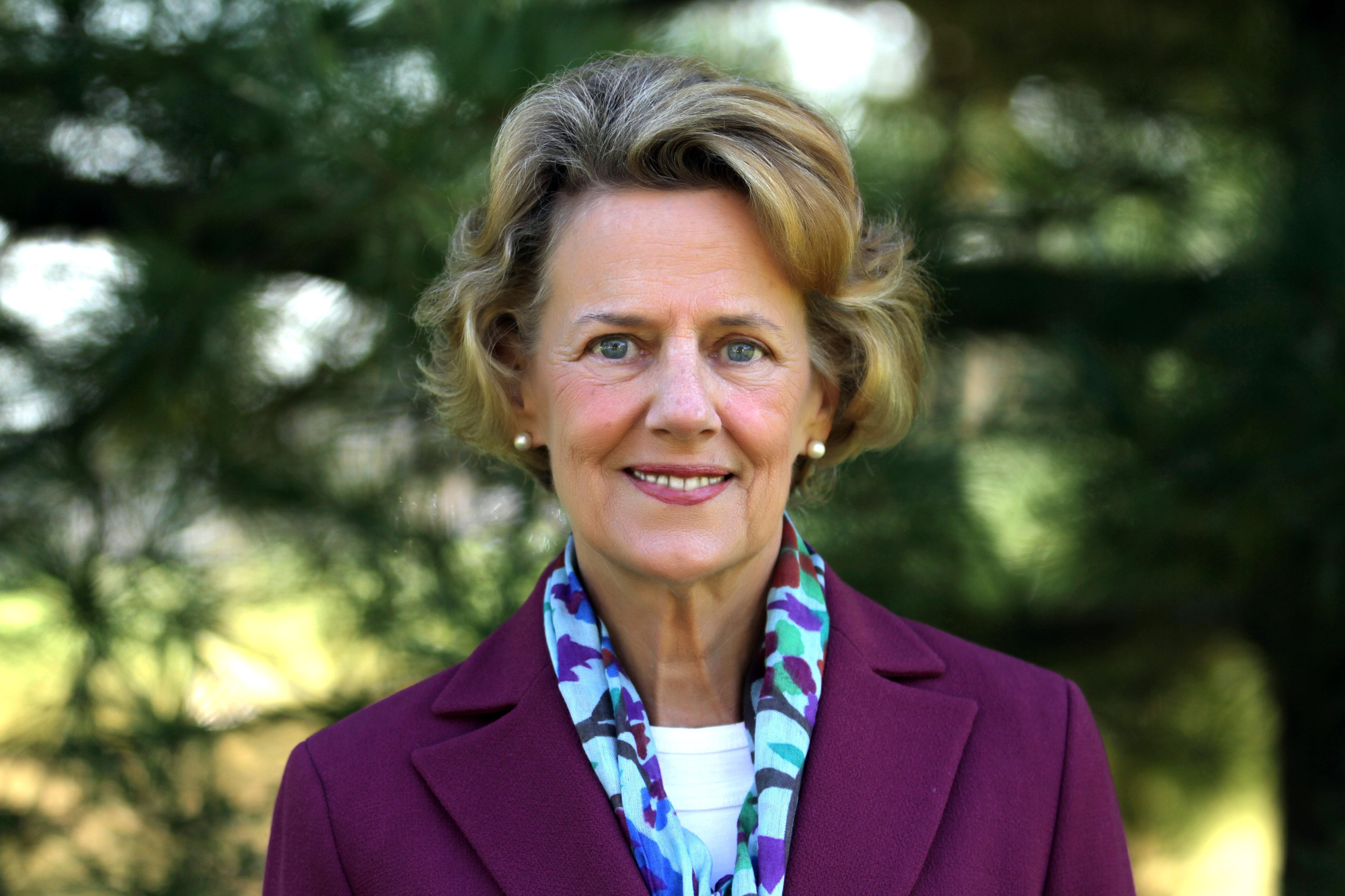 Betsy  Willett