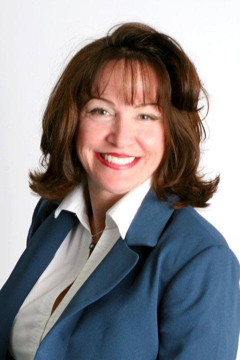Stephanie  M Snyder