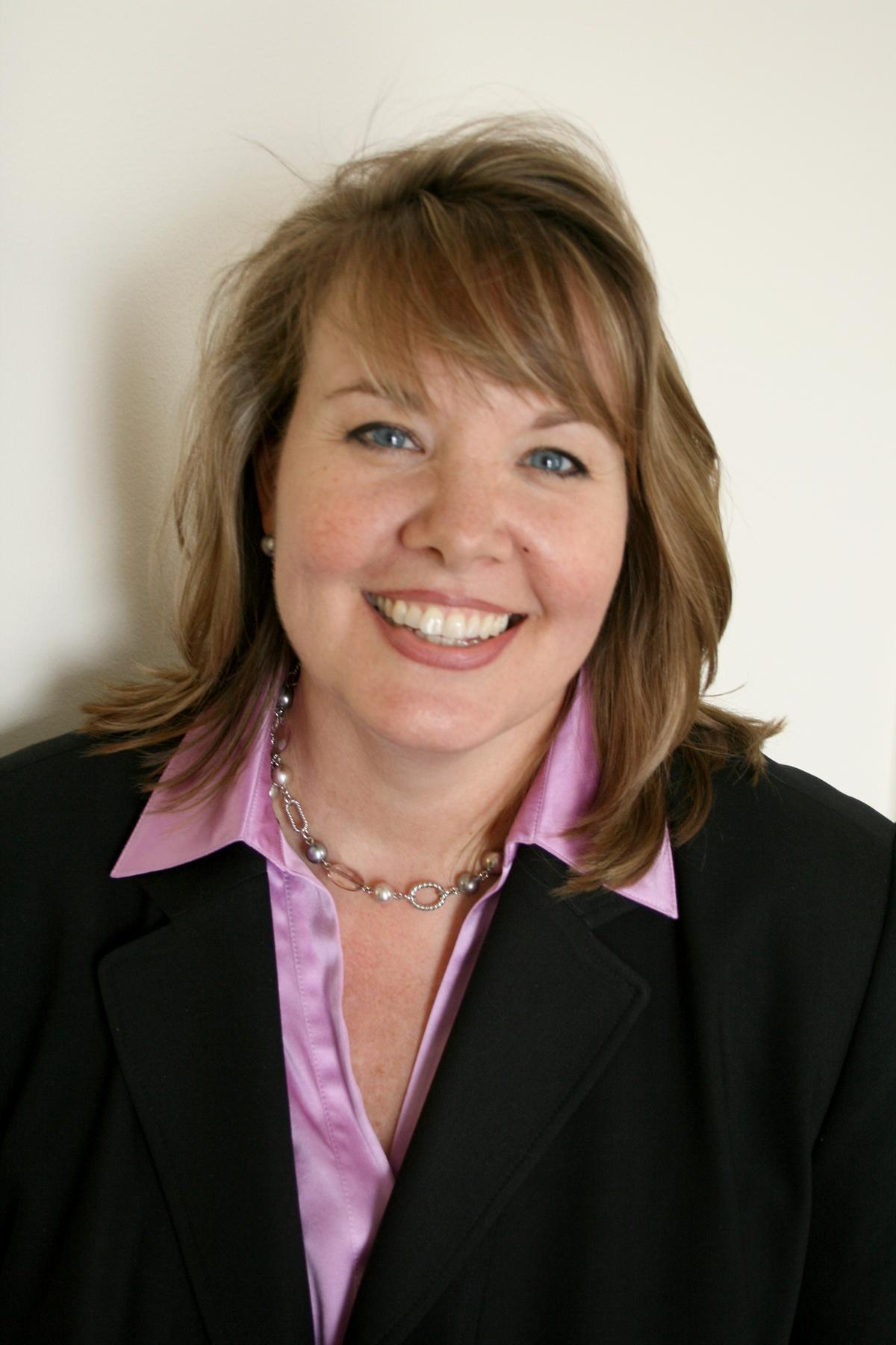 Annie  Llewellyn