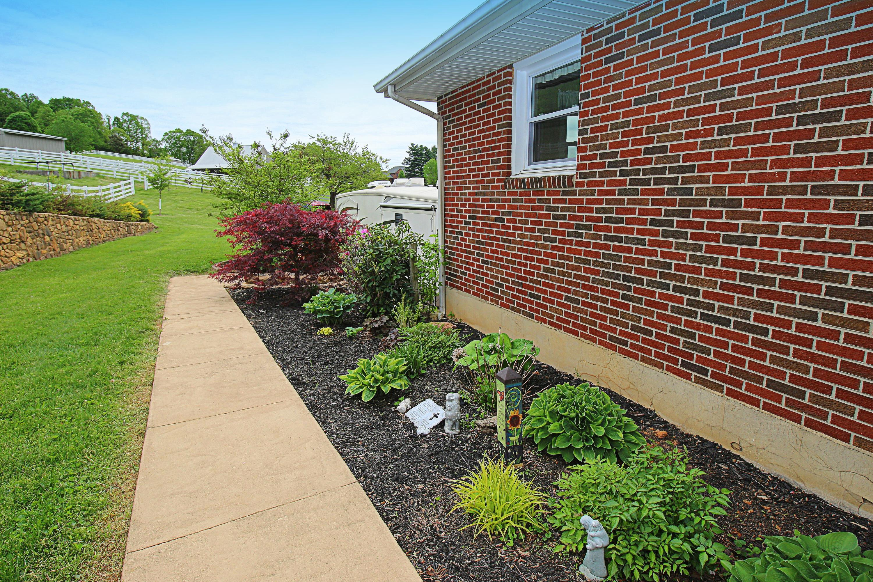 Additional photo for property listing at 6041 Sugar Loaf Mountain Rd Roanoke, Virginia 24018 United States