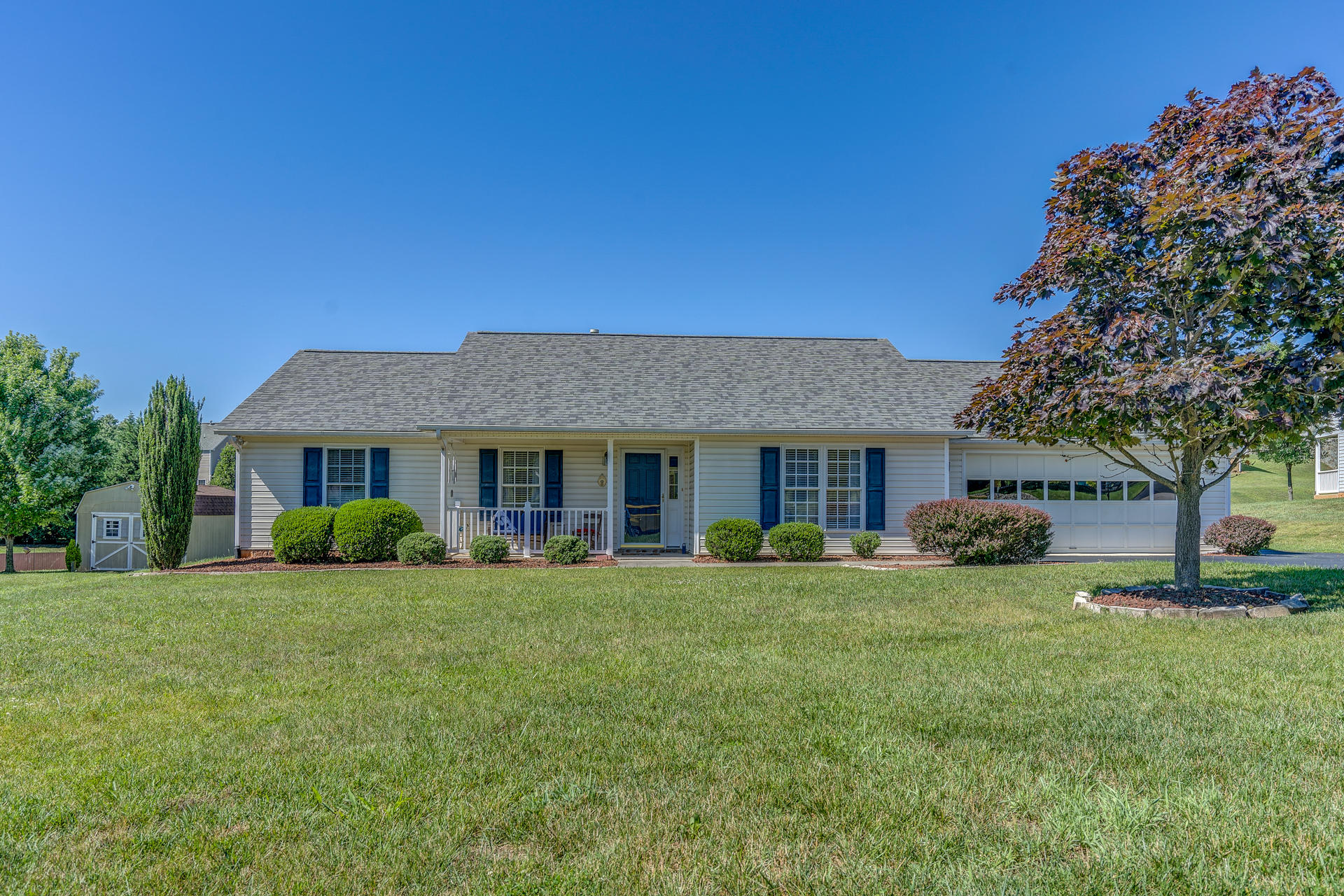 Residential for Sale at 6004 Farmhouse Ln Roanoke, Virginia 24019 United States