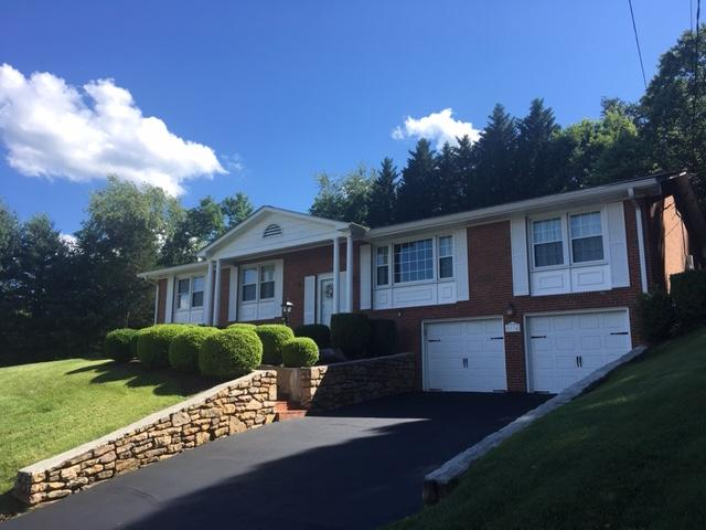 Residential for Sale at 5934 Castle Rock Rd Roanoke, Virginia 24018 United States