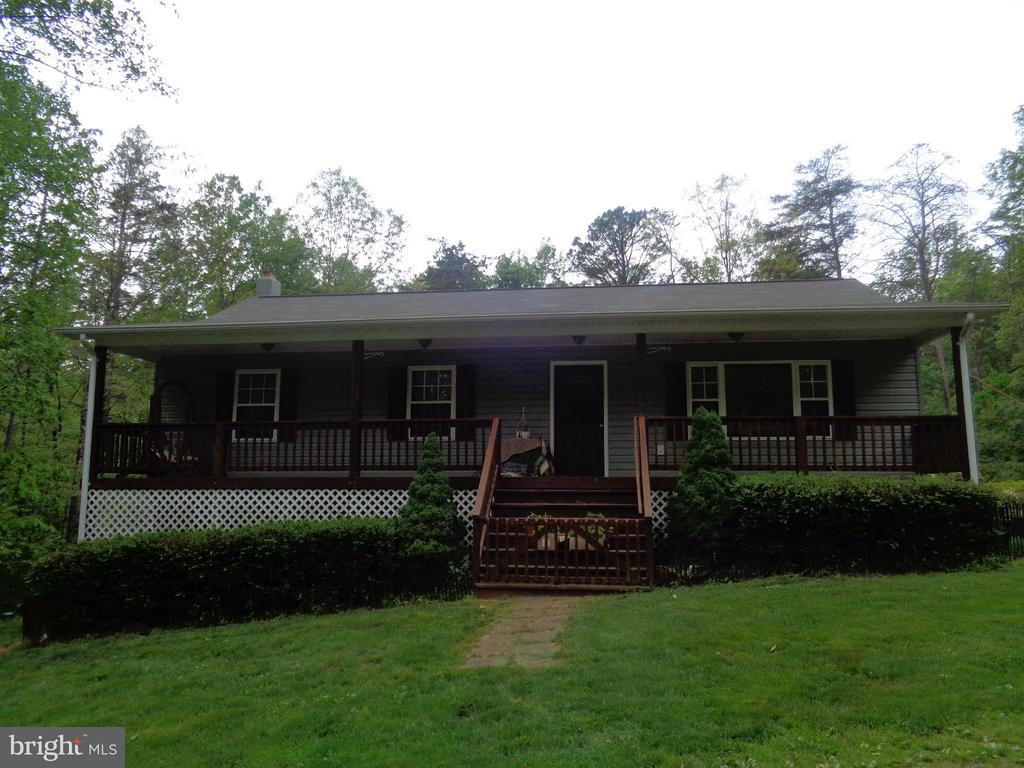 Single Family for Sale at 123 Poplar Hollow Ln 123 Poplar Hollow Ln Castleton, Virginia 22716 United States