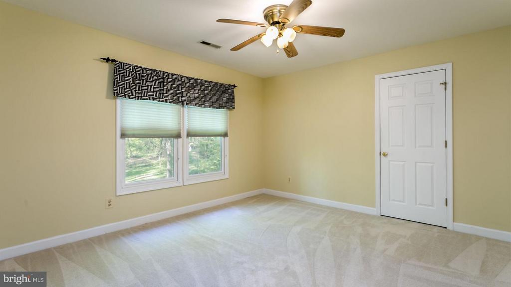 Additional photo for property listing at 7101 Mink Hollow Rd Highland, Maryland 20777 United States