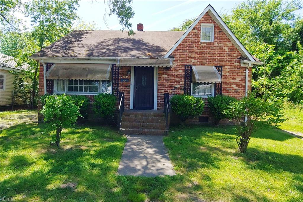 Single Family for Sale at 209 N Capitol St 209 N Capitol St Suffolk, Virginia 23434 United States