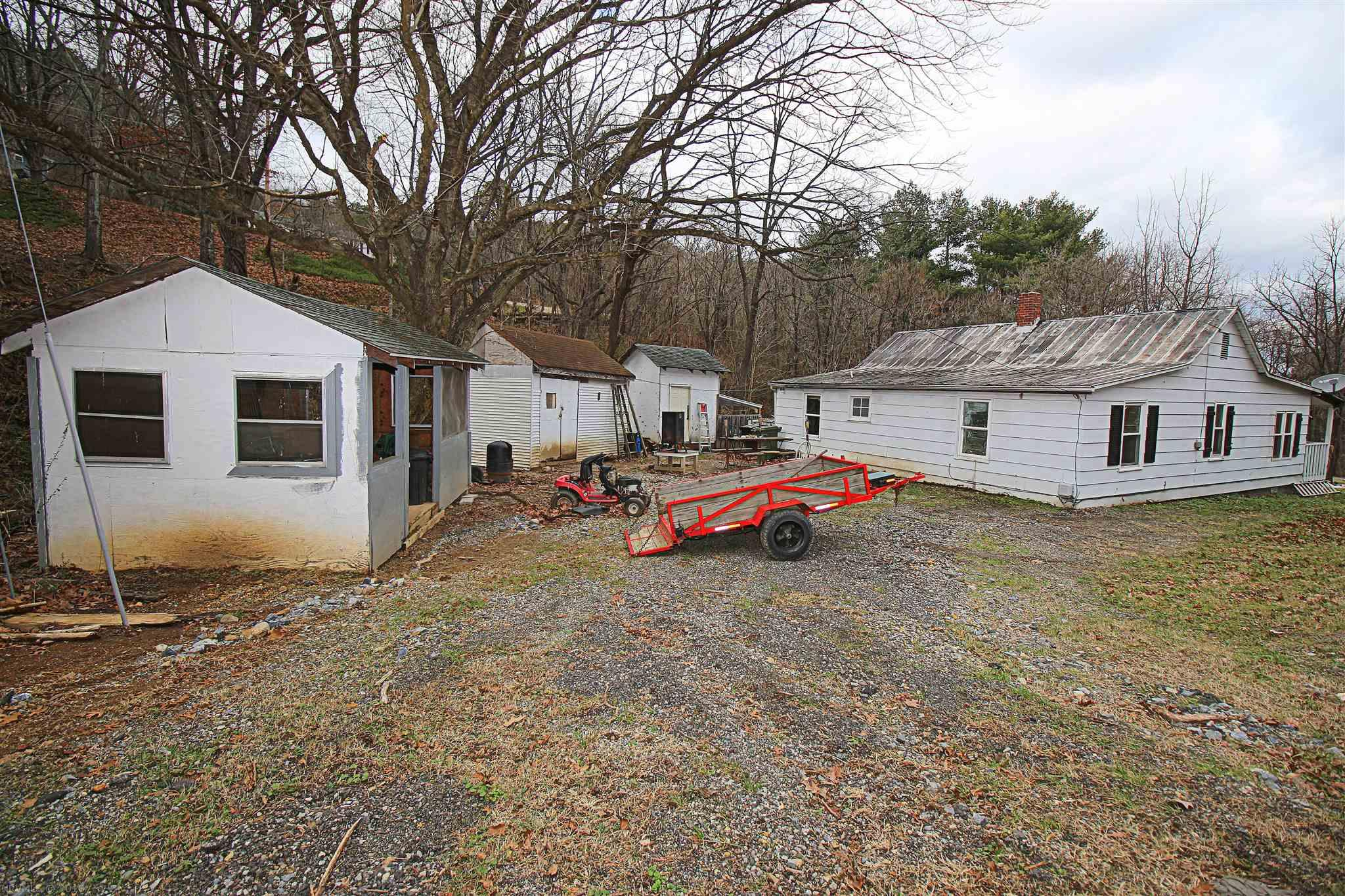 Additional photo for property listing at 3085 Powell Drive Salem, Virginia 24153 United States