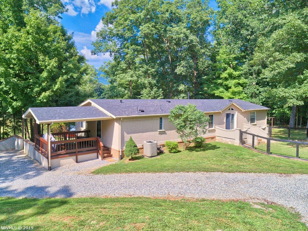 Single Family for Sale at 9811 Upper Craigs Creek Road 9811 Upper Craigs Creek Road Catawba, Virginia 24070 United States