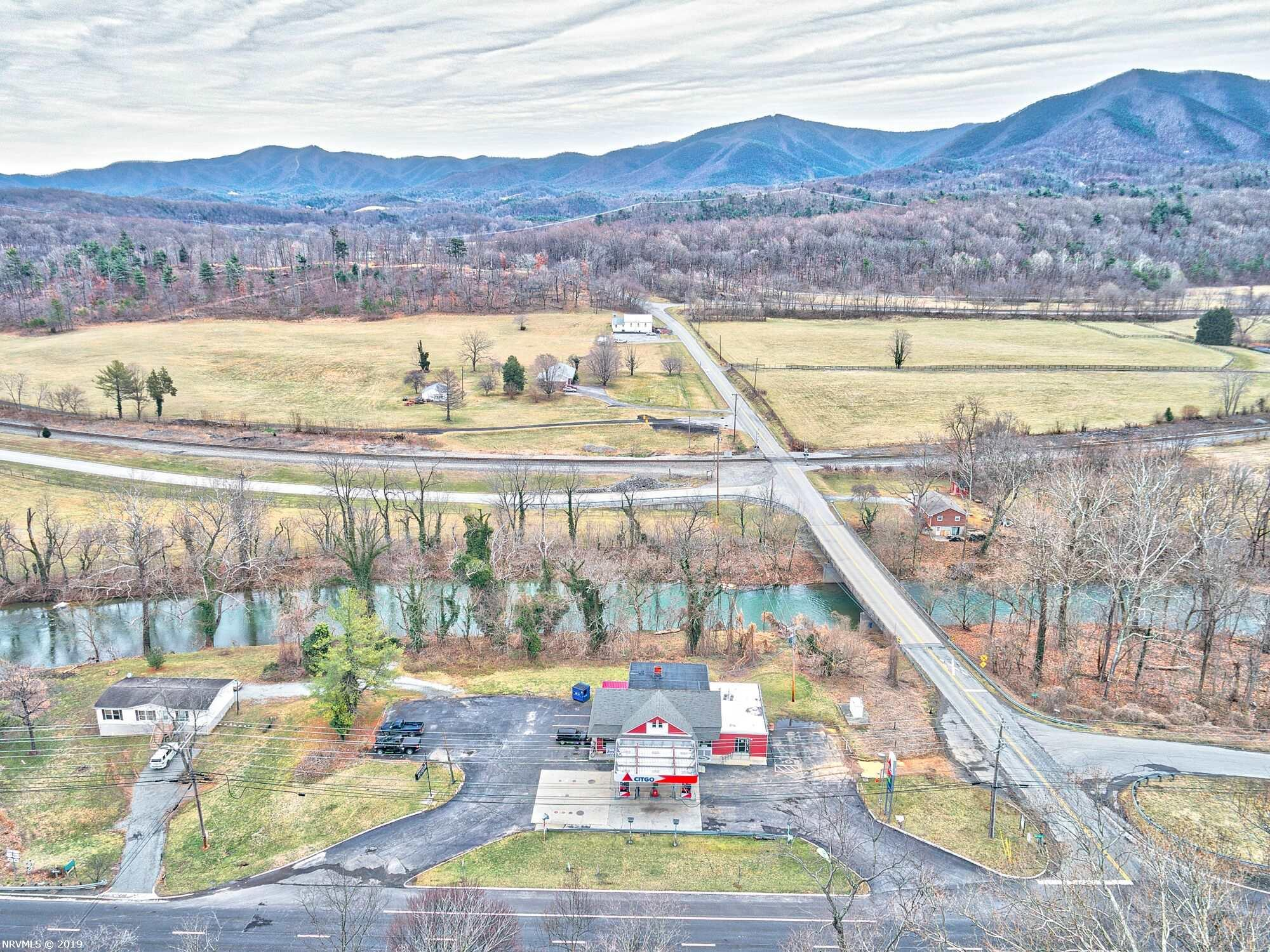 Additional photo for property listing at 5956 West Main Street Salem, Virginia 24153 United States