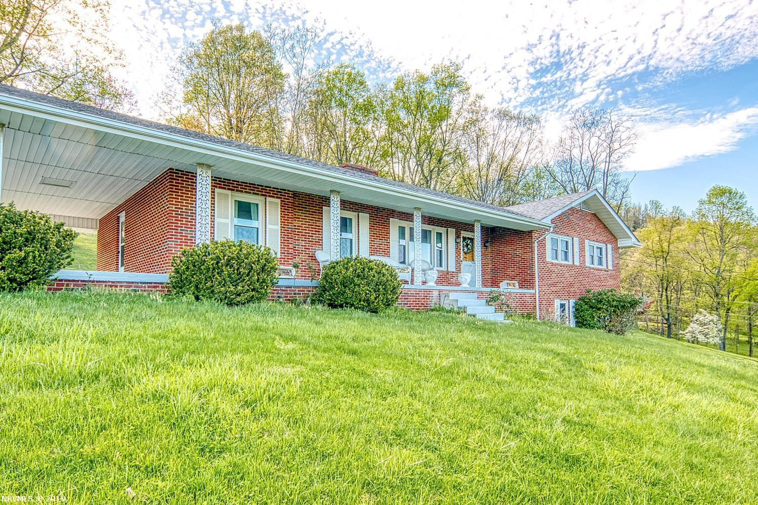 Single Family for Sale at 201 Forest Hill Drive 201 Forest Hill Drive Pearisburg, Virginia 24134 United States