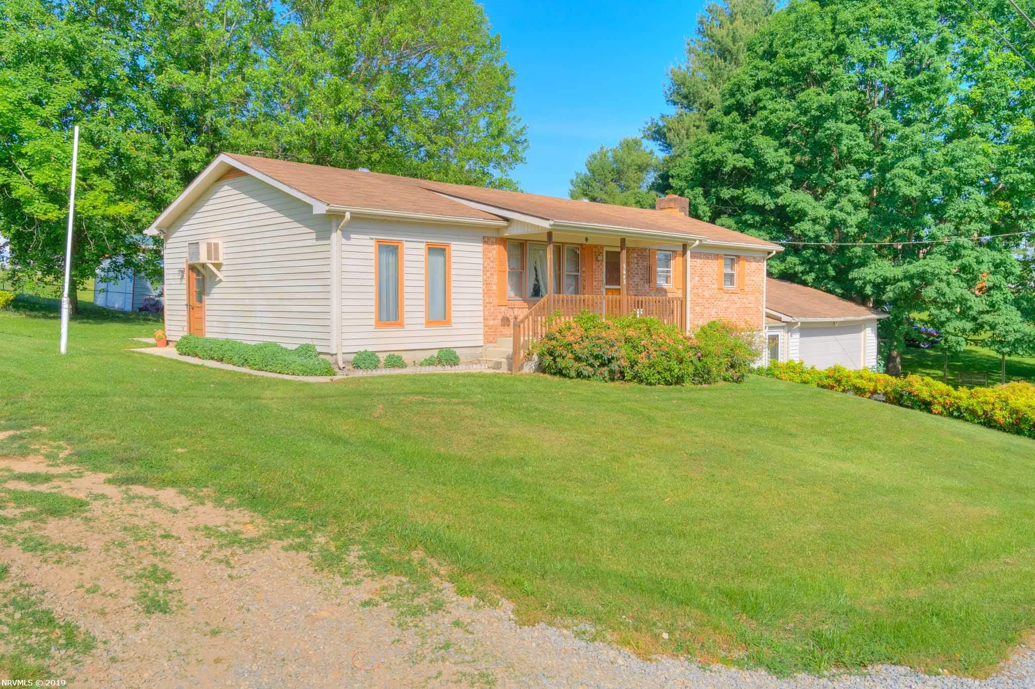 Single Family for Sale at 5643 Rolling Hills Drive Dublin, Virginia 24084 United States