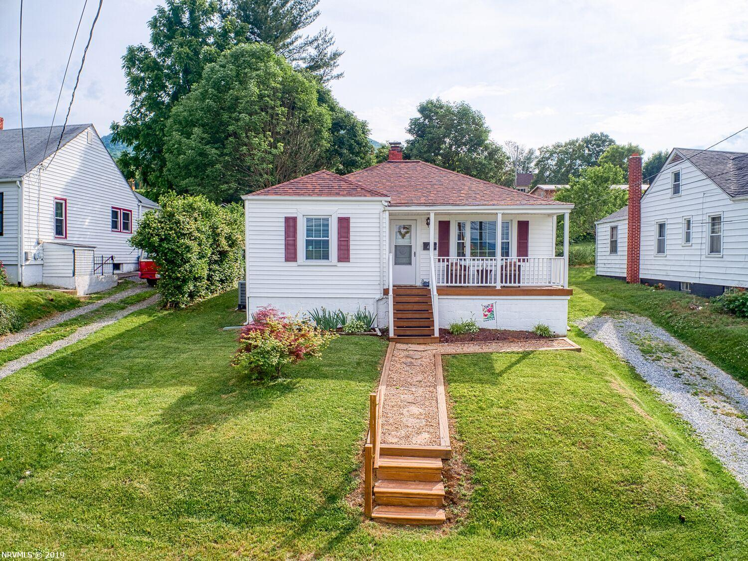 Single Family for Sale at 413 Montgomery Street N 413 Montgomery Street N Pearisburg, Virginia 24134 United States