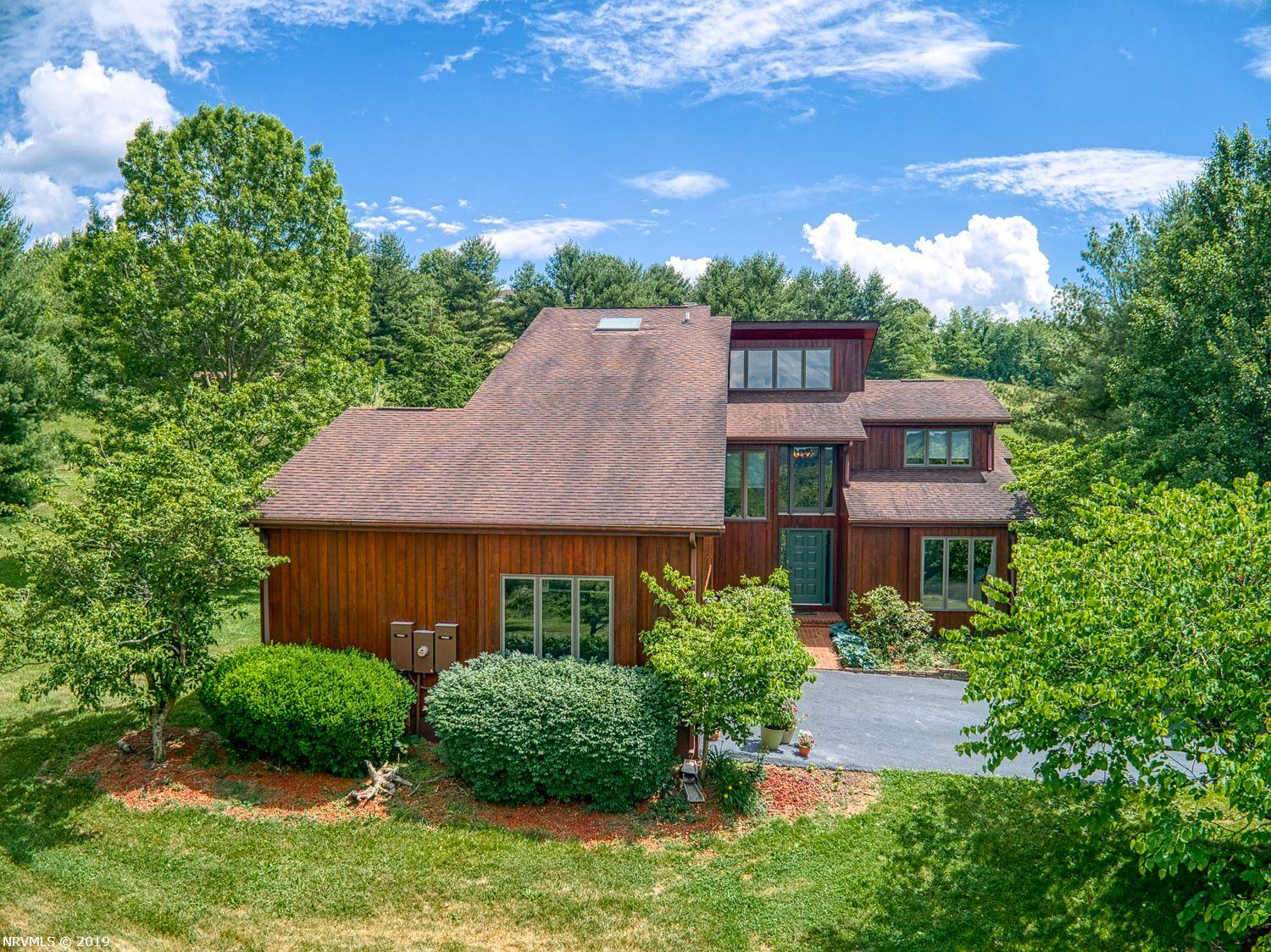 Single Family for Sale at 3150 Country Meadow Drive Christiansburg, Virginia 24073 United States
