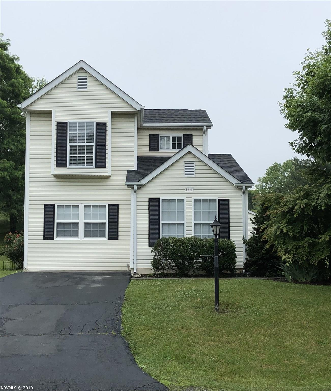 Single Family for Sale at 1645 Sleepy Hollow Road Christiansburg, Virginia 24073 United States