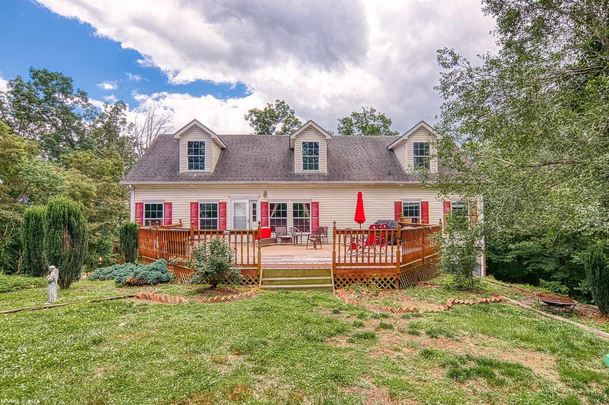 Additional photo for property listing at 6725 Viscoe Road Radford, Virginia 24141 United States