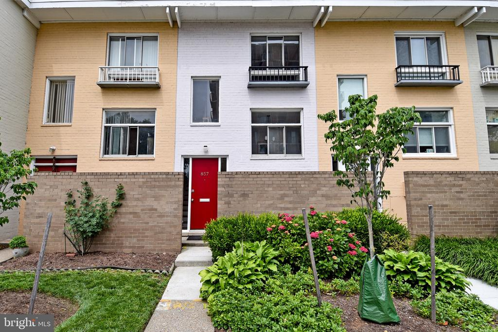 condominiums for Sale at 857 3rd St SW #104 857 3rd St SW #104 Washington, District Of Columbia 20024 United States