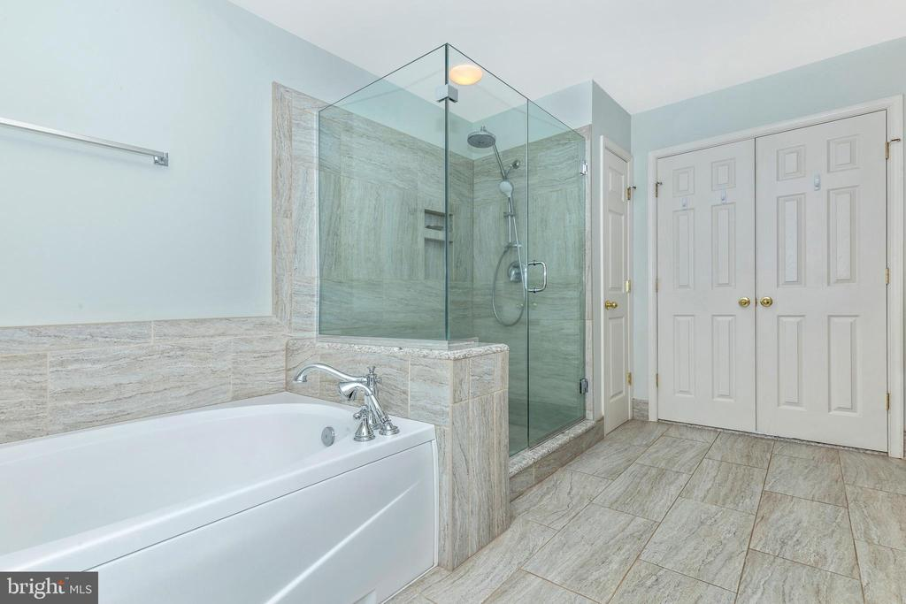 Additional photo for property listing at 4409 Canton Ave Jefferson, Maryland 21755 United States