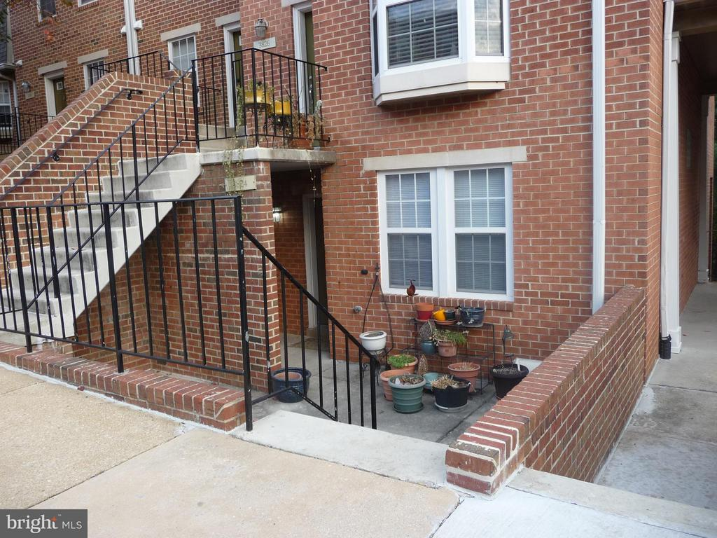 Condominiums for Sale at 3824 Chesterwood Dr 3824 Chesterwood Dr Silver Spring, Maryland 20906 United States