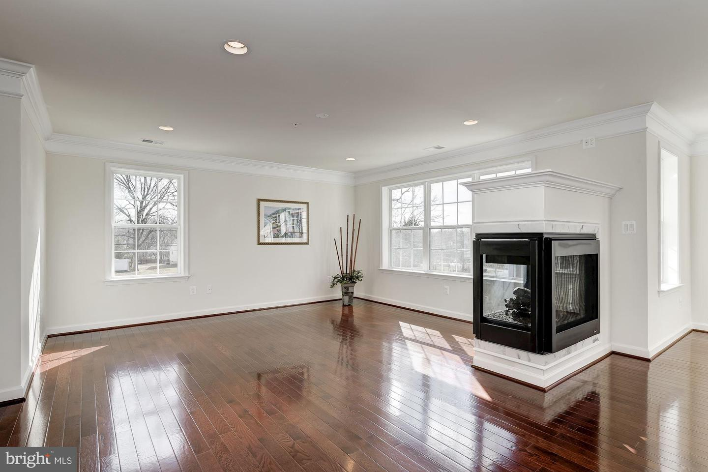 Additional photo for property listing at 15700 Quince Orchard Rd Gaithersburg, Maryland 20878 United States