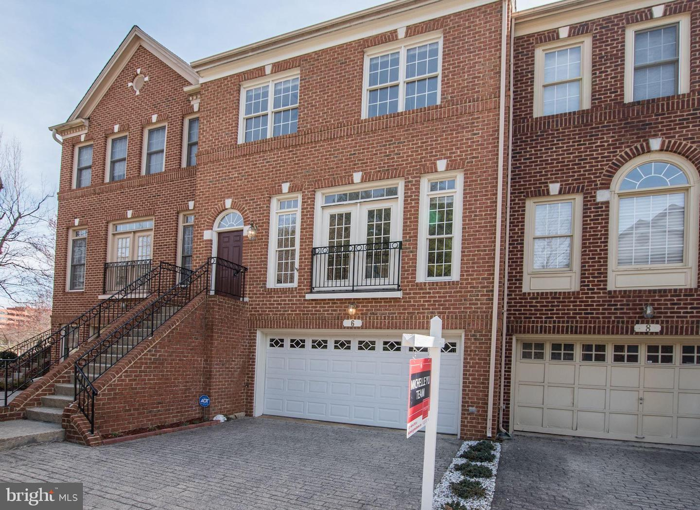 townhouses for Sale at 6 Crofton Hill Ct Rockville, Maryland 20850 United States