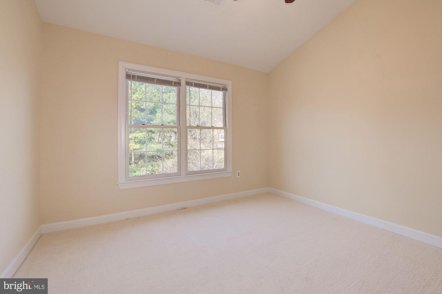 Additional photo for property listing at 6 Crofton Hill Ct Rockville, Maryland 20850 United States