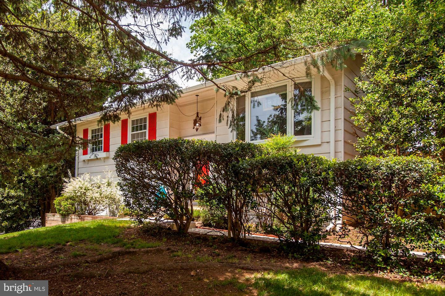 Additional photo for property listing at 400 Mannakee St Rockville, Maryland 20850 United States