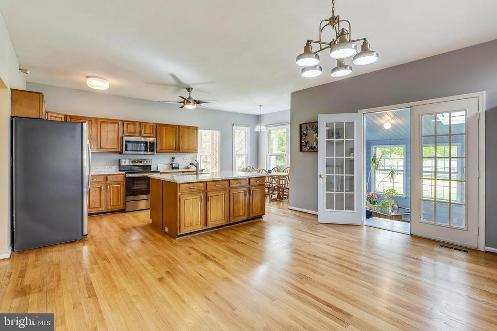 Additional photo for property listing at 5730 Artesian Dr Rockville, Maryland 20855 United States