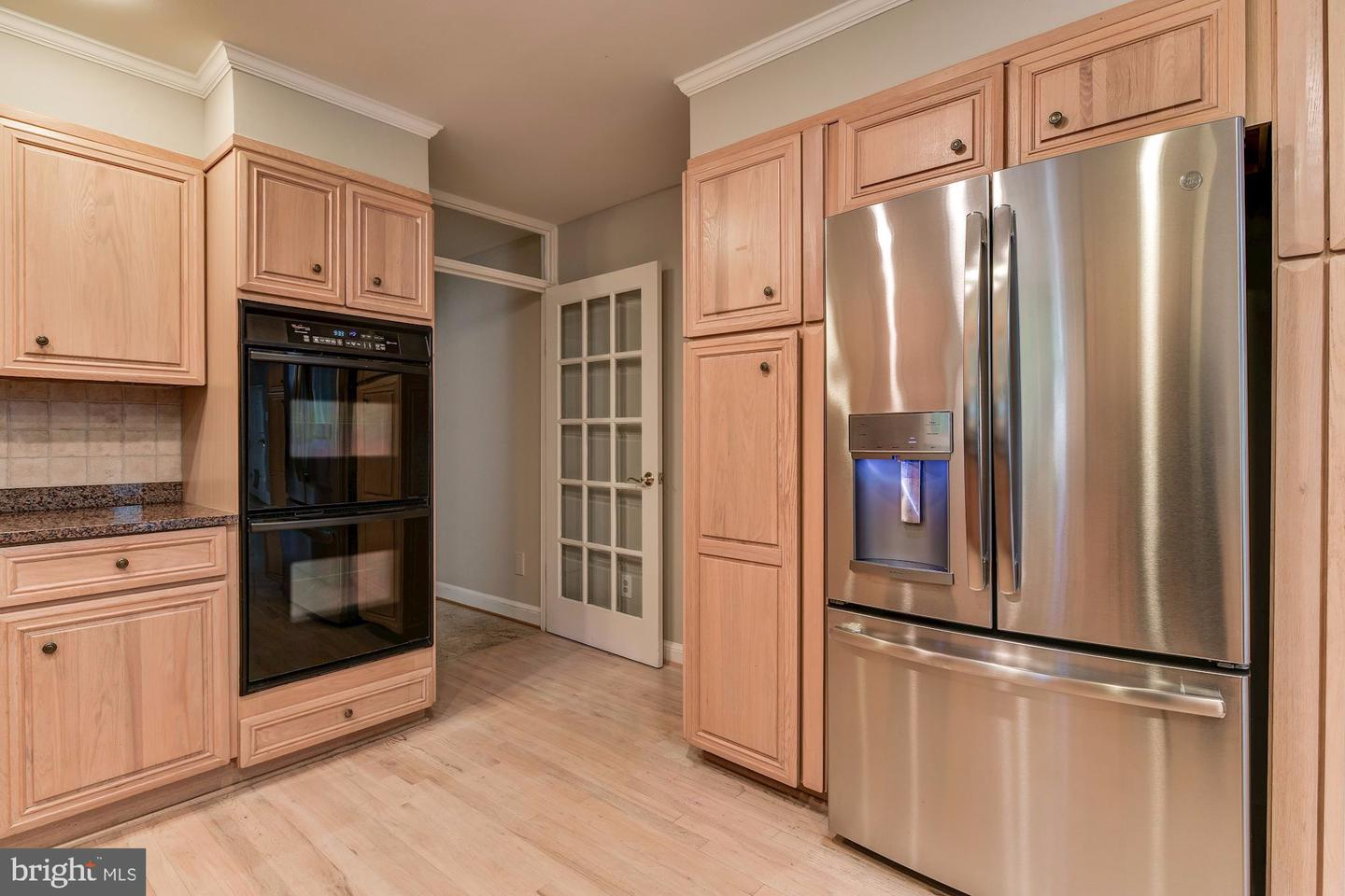 Additional photo for property listing at 9800 Woodford Rd Potomac, Maryland 20854 United States