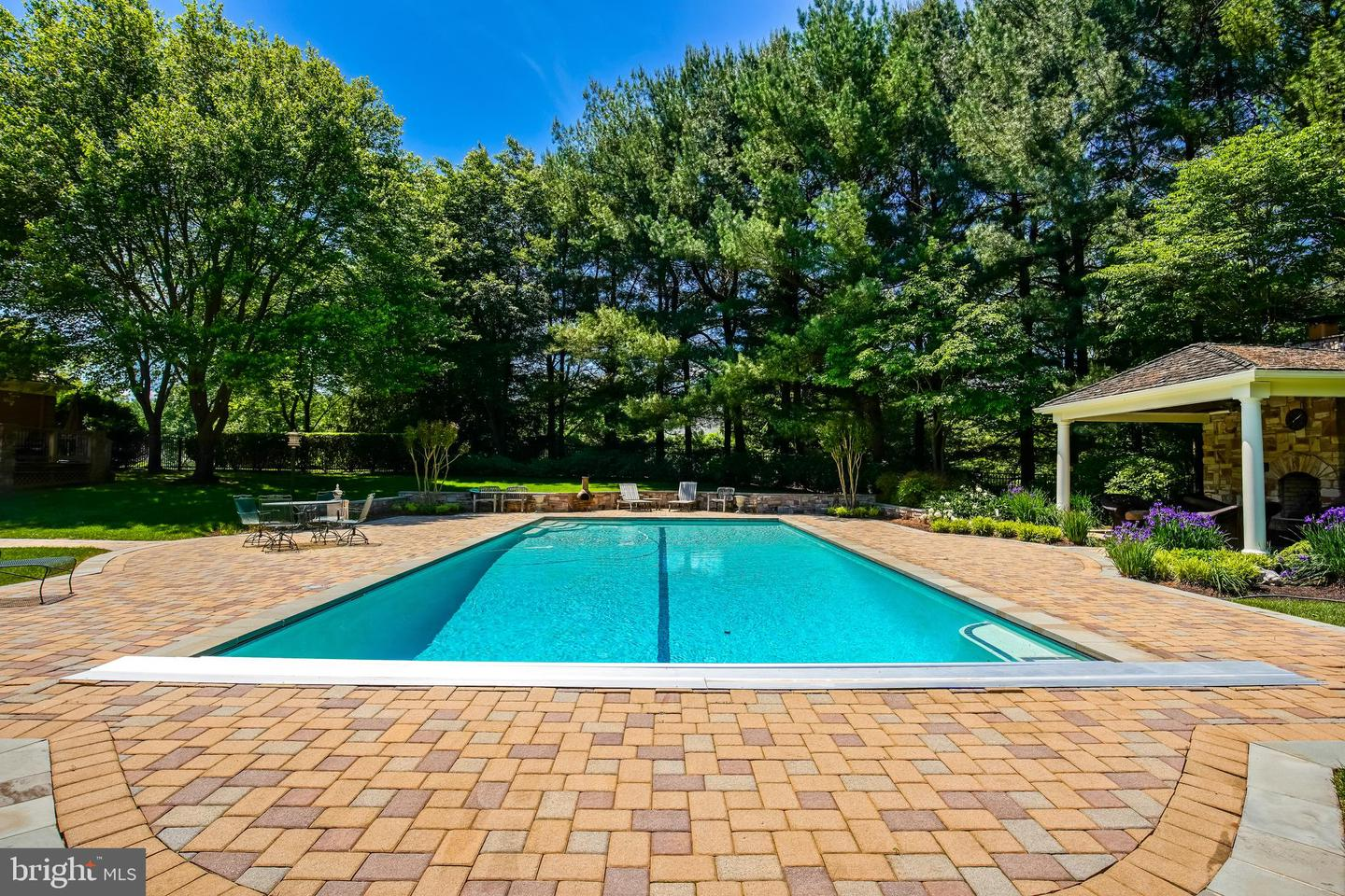 Additional photo for property listing at 9011 Saunders Ln Bethesda, Maryland 20817 United States