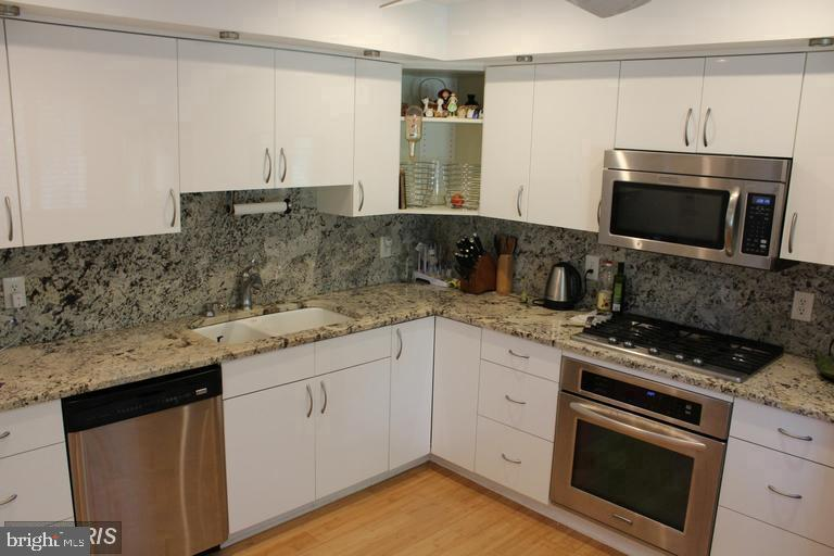 Additional photo for property listing at 878 New Mark Esplanade Rockville, Maryland 20850 United States
