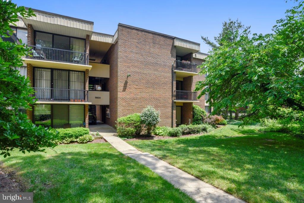 Condominiums for Sale at 9800 Georgia Ave #25 Unit # 303 9800 Georgia Ave #25 Unit # 303 Silver Spring, Maryland 20902 United States