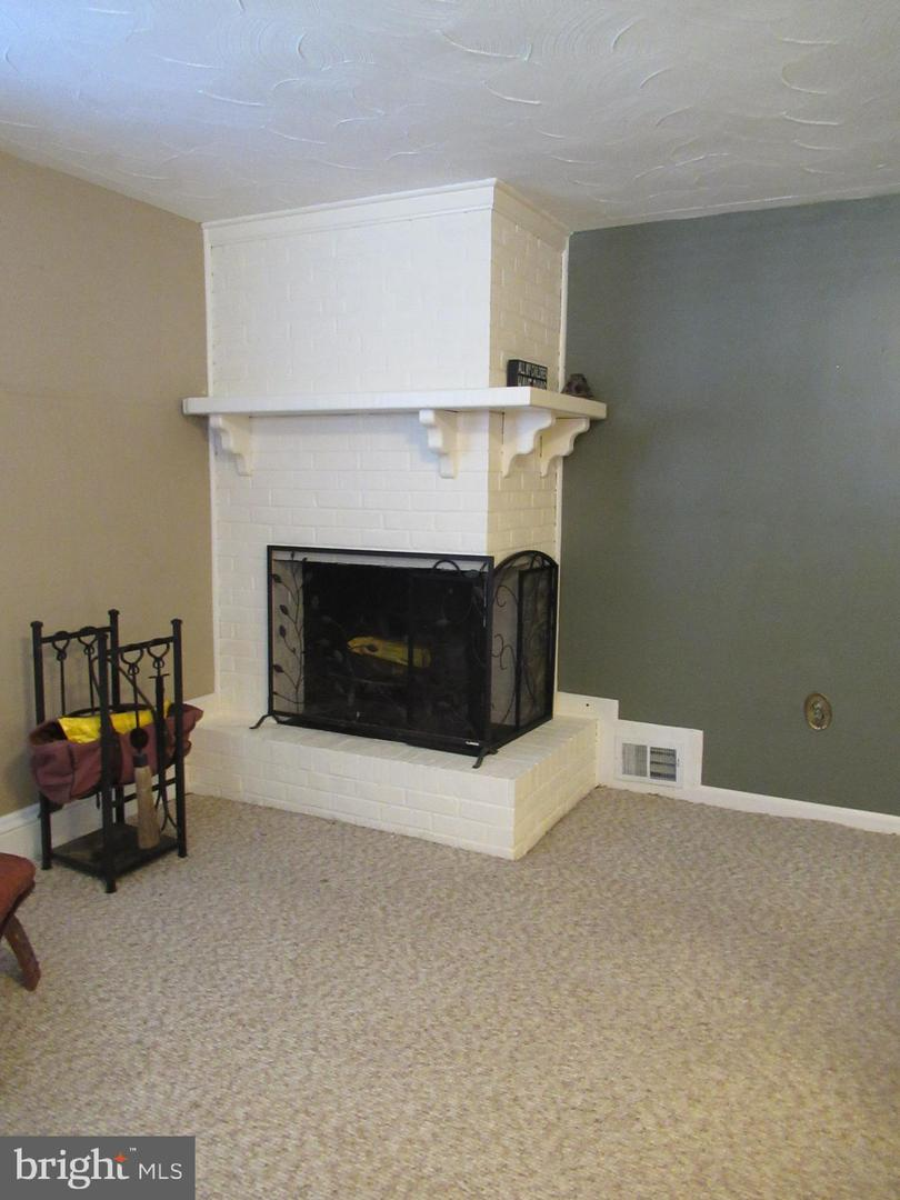 Additional photo for property listing at 7503 Sweetbriar Dr College Park, Maryland 20740 United States