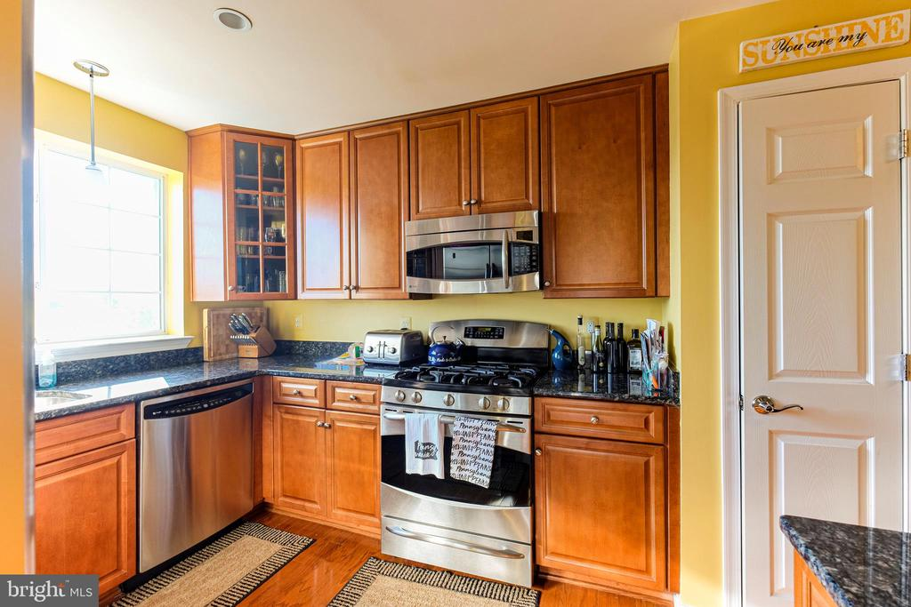 Multi Family for Rent at 4139 S Four Mile Run Dr #402 Arlington, Virginia 22204 United States