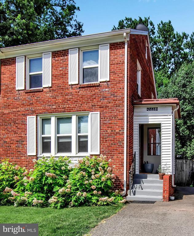 Single Family for Sale at 2628 S Uhle St 2628 S Uhle St Arlington, Virginia 22206 United States