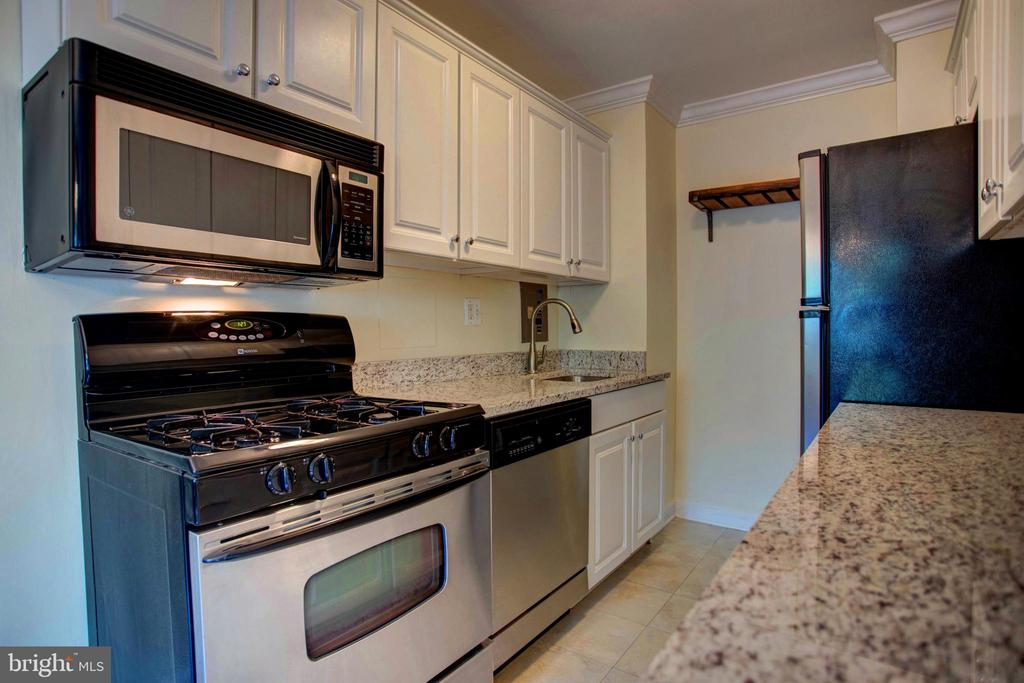 condominiums for Rent at 1300 S Arlington Ridge Rd #308 Arlington, Virginia 22202 United States