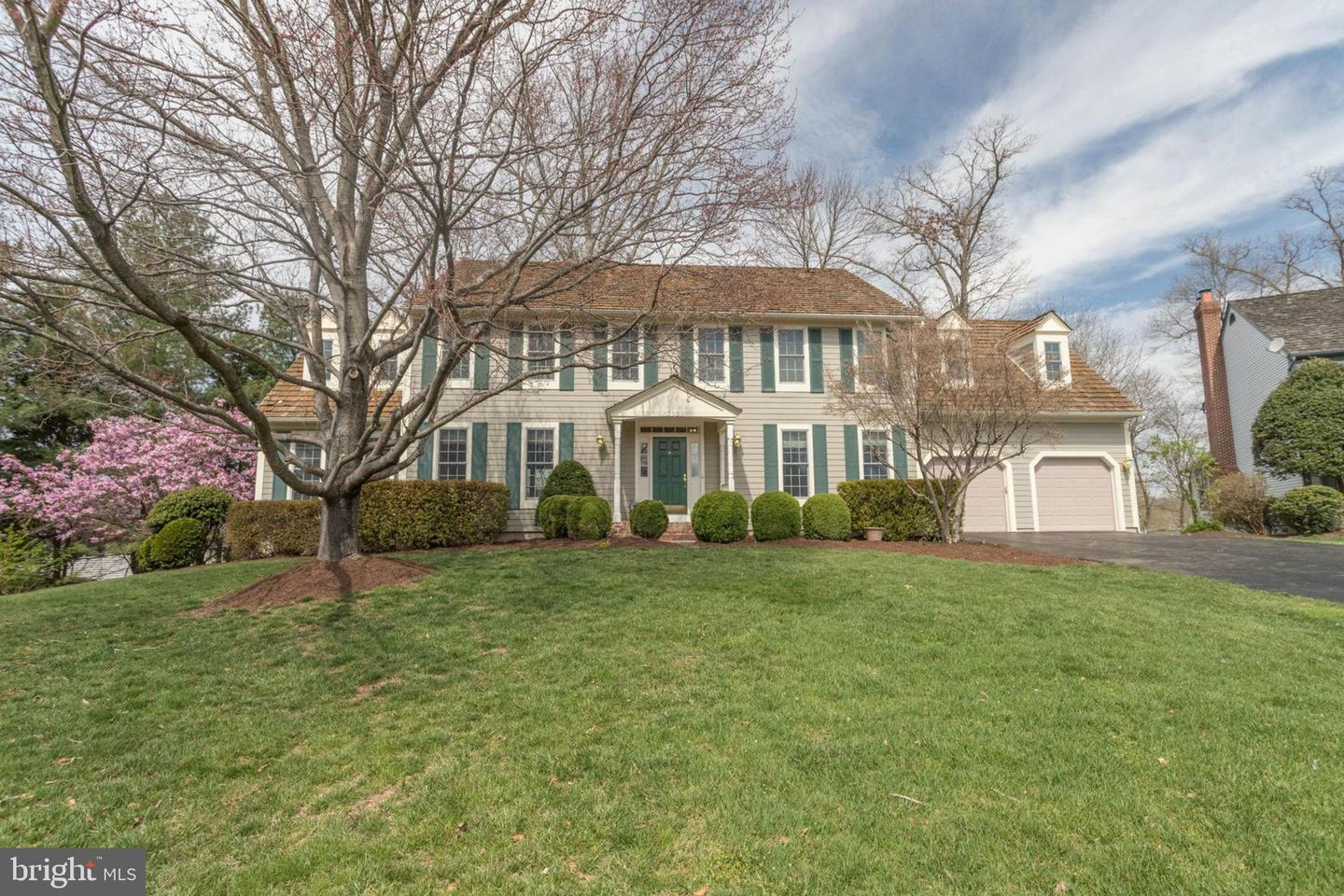 Single Family for Sale at 13969 Shalestone Dr Clifton, Virginia 20124 United States