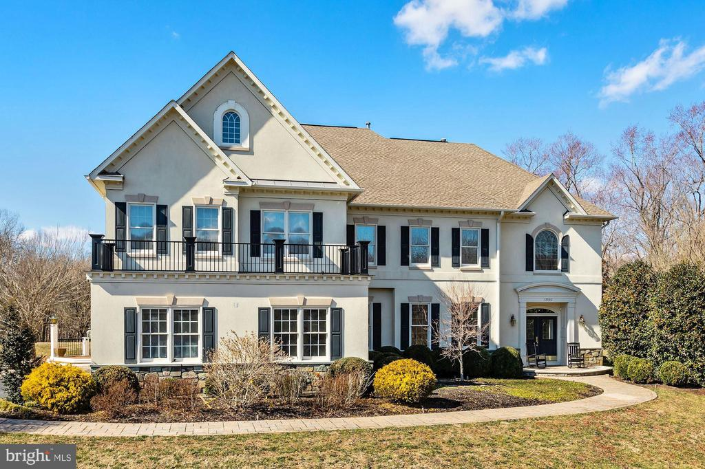 Single Family for Sale at 13300 Ivakota Farm Rd Clifton, Virginia 20124 United States