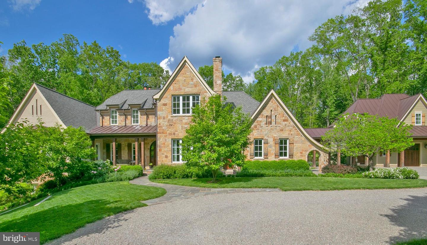 Single Family for Sale at 203 Carrwood Rd Great Falls, Virginia 22066 United States