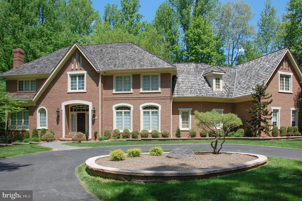 Single Family for Sale at 12528 Yates Ford Rd Clifton, Virginia 20124 United States