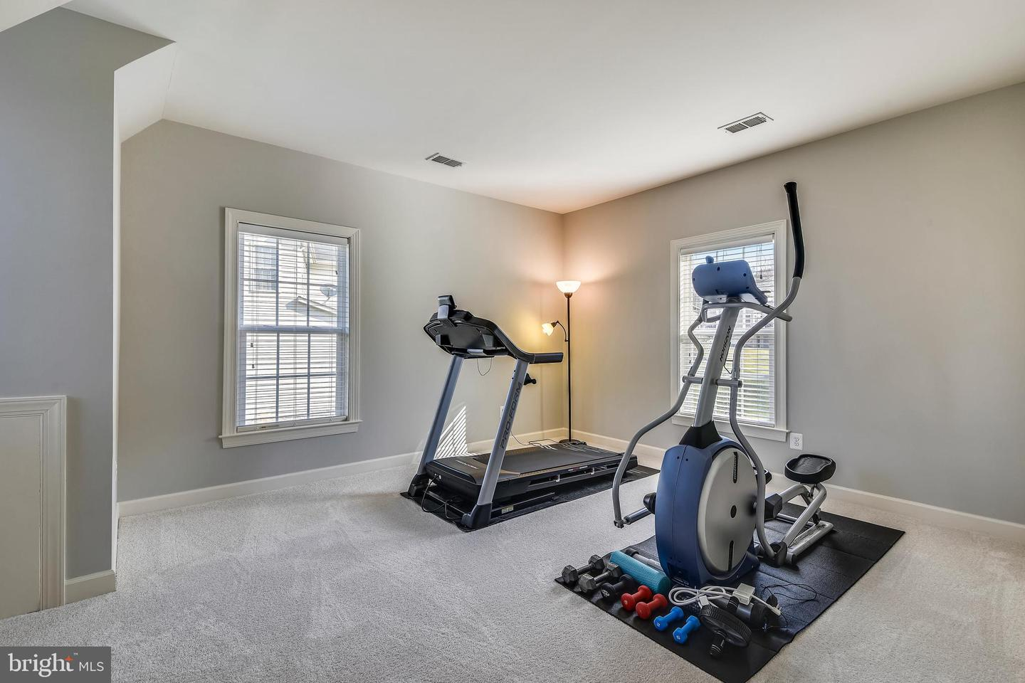 Additional photo for property listing at 21086 Honeycreeper Pl Leesburg, Virginia 20175 United States