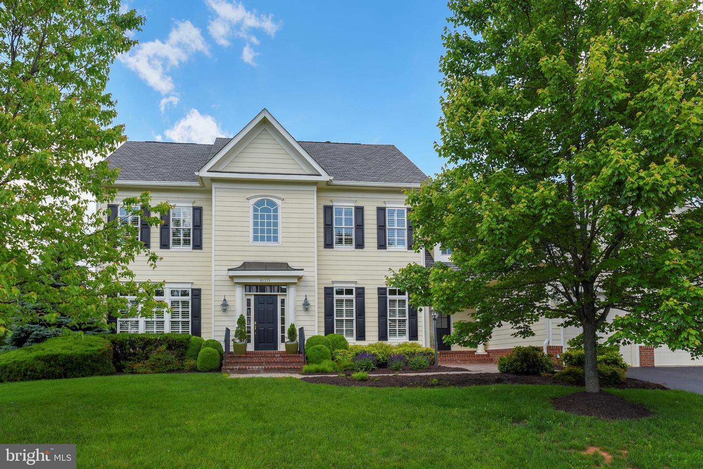 Single Family for Sale at 41371 Raspberry Dr Leesburg, Virginia 20176 United States