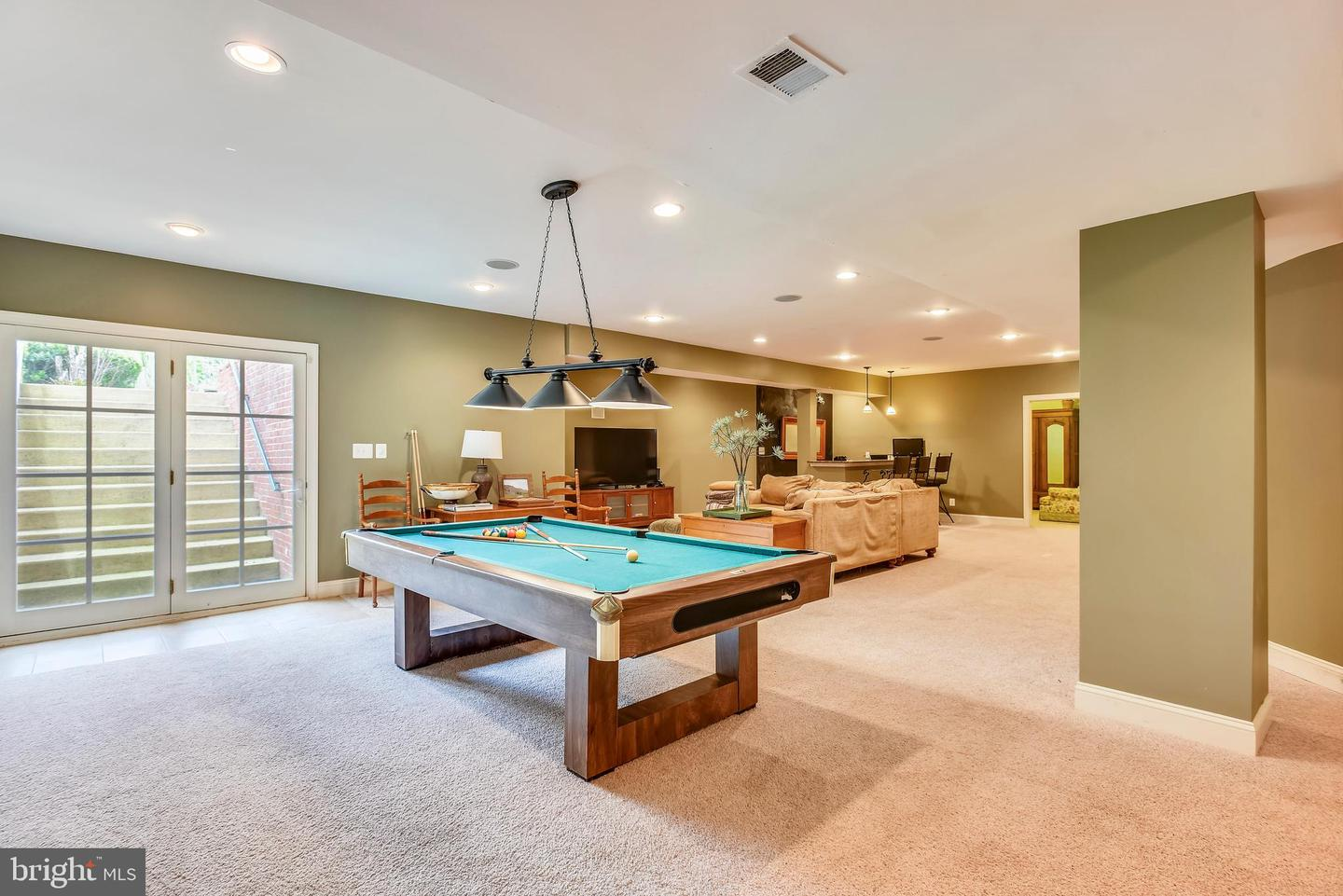 Additional photo for property listing at 41371 Raspberry Dr Leesburg, Virginia 20176 United States