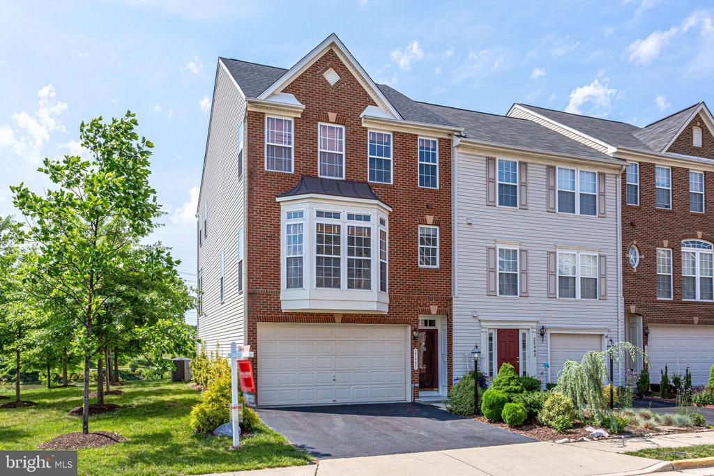 townhouses for Sale at 25445 Elm Ter Aldie, Virginia 20105 United States