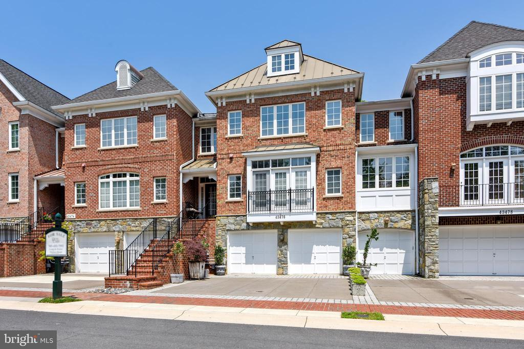 townhouses for Sale at 43476 Castle Harbour Ter 43476 Castle Harbour Ter Leesburg, Virginia 20176 United States