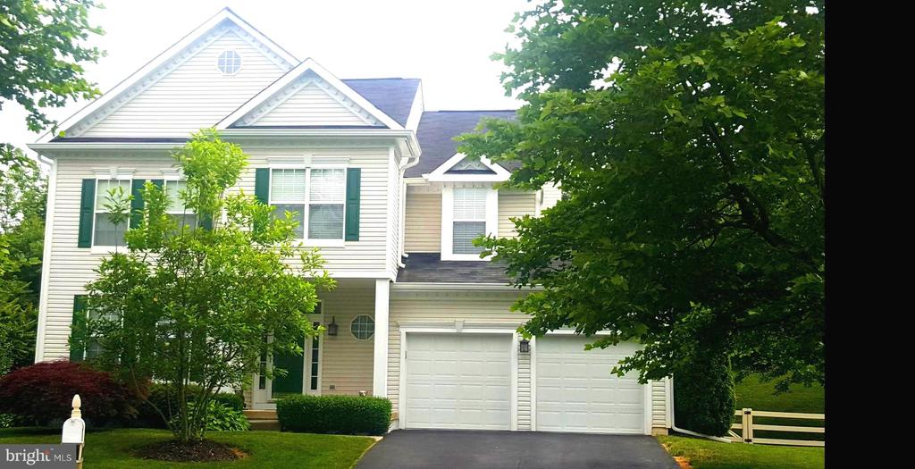 Single Family for Sale at 17551 Falls Pl Round Hill, Virginia 20141 United States