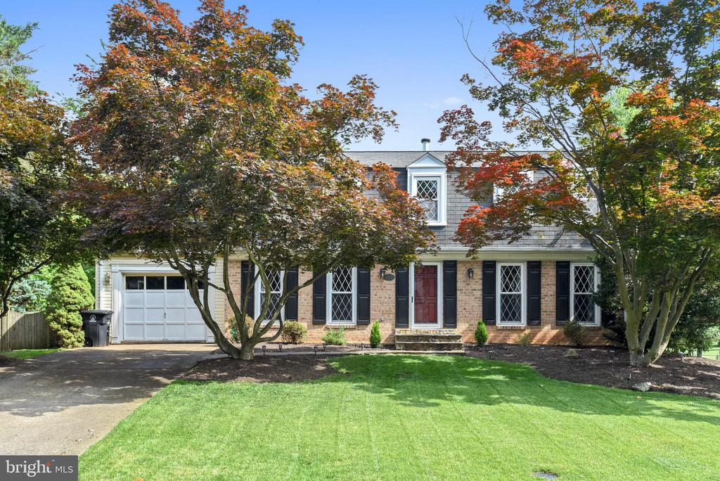 Single Family for Sale at 1020 Rollins Dr SW 1020 Rollins Dr SW Leesburg, Virginia 20175 United States