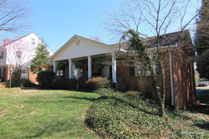 1624  ,  Roanoke, VA
