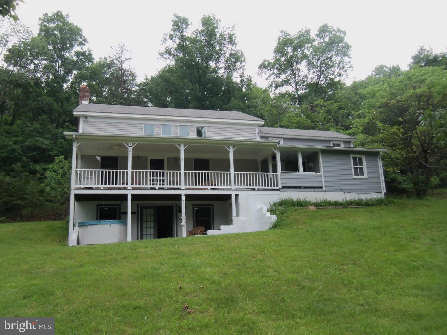 441  Lamontay,  Great Cacapon, WV