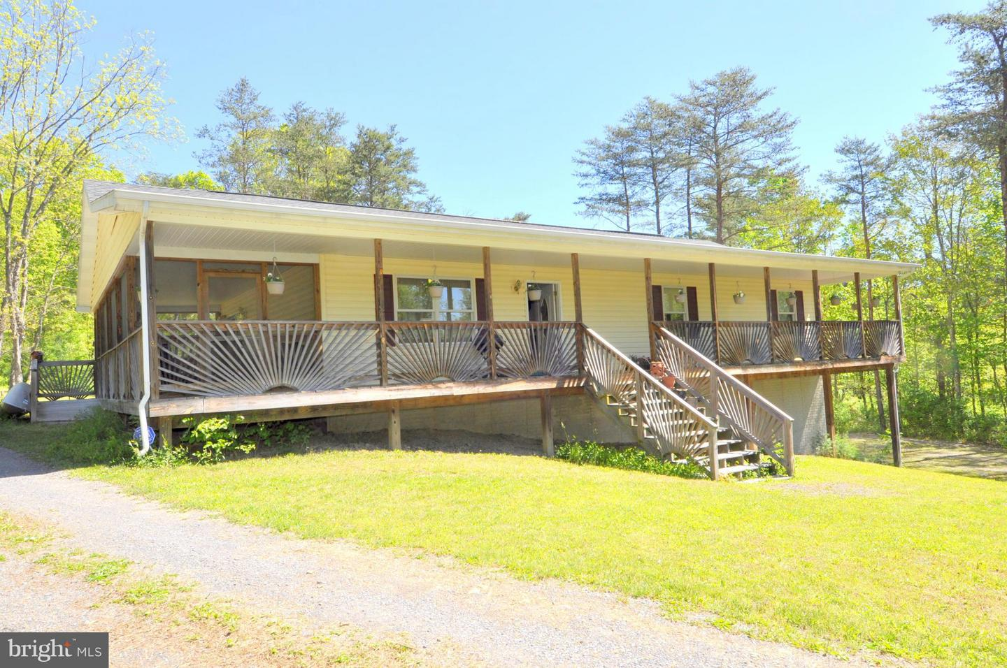 88  Caravan Lane,  Berkeley Springs, WV