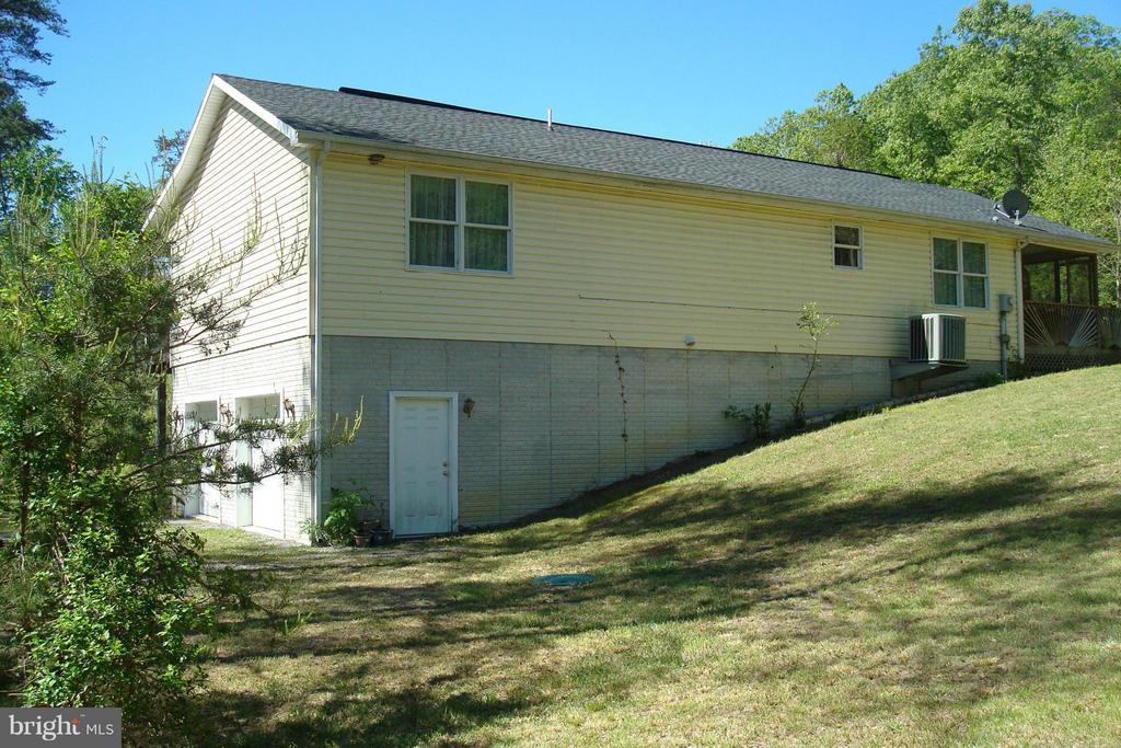 88 Caravan Lane, Berkeley Springs, WV, 25411